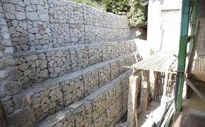 В переулке Ломоносова в Ялте наконец восстановили подпорную стену