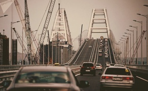 На Крымском мосту тормознули рекордное количество машин