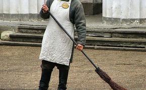 На дворника в Симферополе просят по 40 000 рублей в месяц