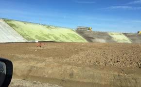 В Крыму решили подкрасить зеленым склоны «Тавриды»?