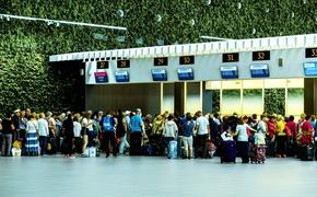 Через аэропорт Симферополя проходит по 35 000 человек в сутки