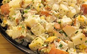 Дети из «Лучистого» могли отравиться салатом
