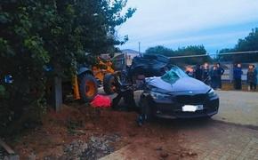 В кошмарной аварии оторвало крышу машины и голову пассажиру