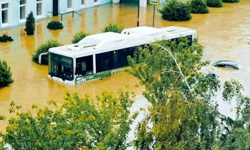 Военные «УРАЛами» и «КАМАЗами» растаскивают автоутопленников в Керчи