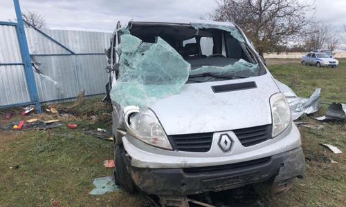 В Крыму водитель уснул за рулем и отправил в больницу 6 детей