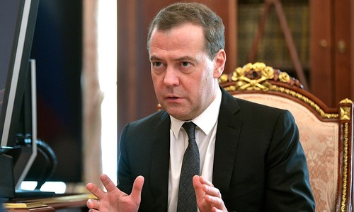 Губернатору Севастополя досталось от Медведева