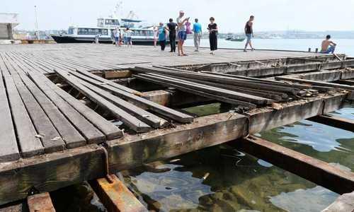 В Севастополе ремонтируют разрушенную Графскую пристань