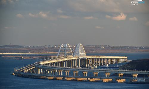 На Крымскому мосту насчитали 100 поездов