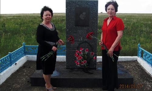 К 9 мая памятник Алиме Абденановой может остаться за отбойником