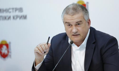 Аксенов пообещал районам подарить по банке краски к 9 мая