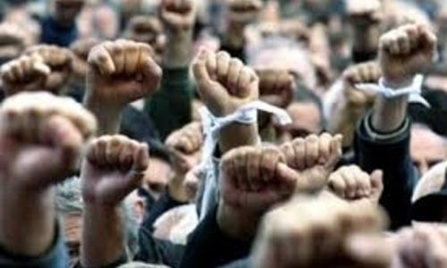 На Керченской переправе бунт: дальнобойщики скандалят с полицией