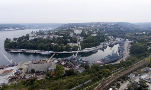 В Севастополе ребенок выпал из маршрутки на дорогу
