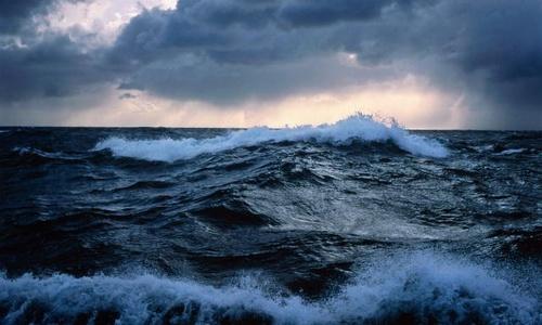В сильный шторм на яхте | 300x500
