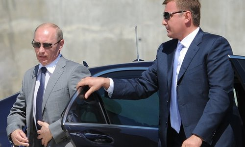 К приезду Путина ФСО закрывает магазины в центре Симферополя