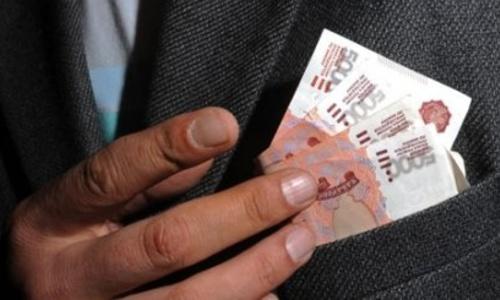 Главный рыночник Красноперекопска премировал себя на 100 тысяч