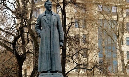 Так получилось, что митрополит Лазарь должен определиться чей Феликс Дзержинский
