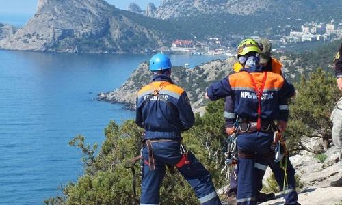 Спасатели сняли туриста с крымских гор