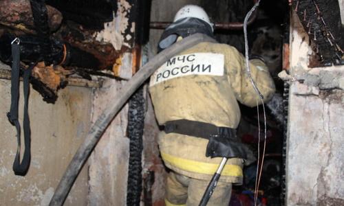 Из пожара в Симферополе спасли женщину