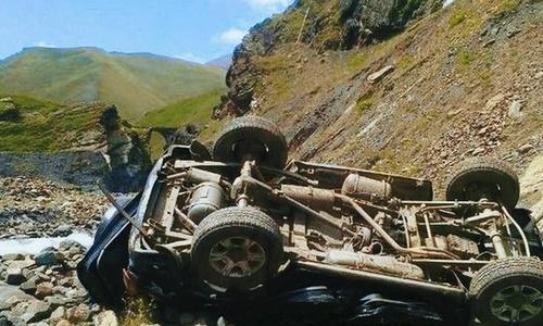 Упасть с высоты шестидесяти метров в машине и выжить