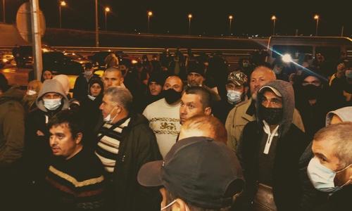 Ночью на Крымском мосту задержали более сотни крымских татар
