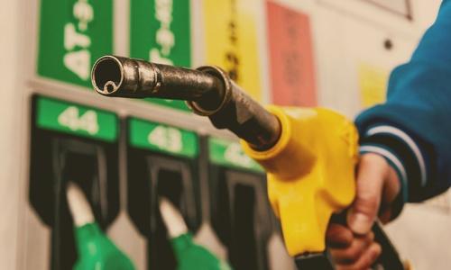 Цена на топливо с разных сторон Крымского моста отличается на 4.5 рубля за литр