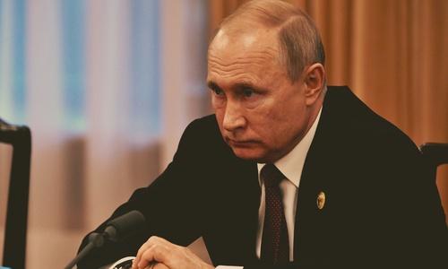 Путин потребовал доложить ему о ситуации в Крыму