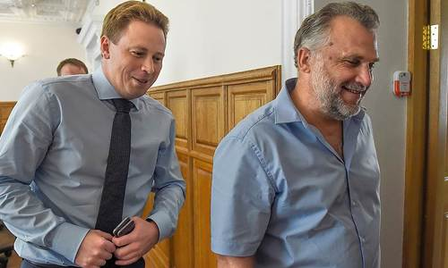 Овсянников связал свою отставку с деструктивом Чалого
