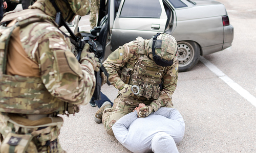 В Керчи поймали двух наркокурьеров с килограммом «солей»