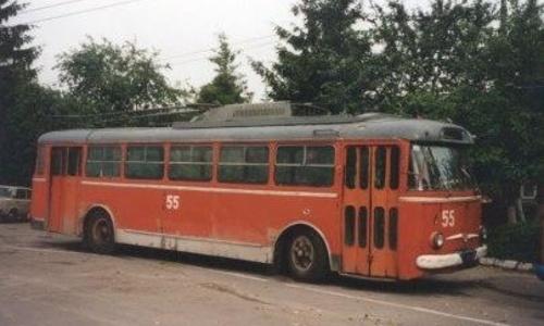 Легендарный троллейбус вернули на место