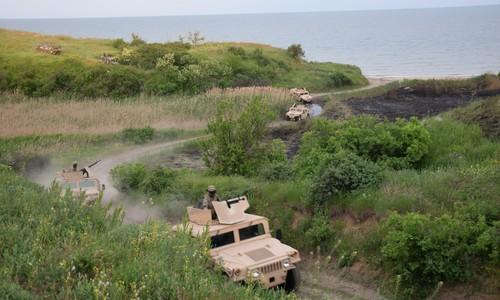Украинские пограничники провели учения на побережье Азовского моря