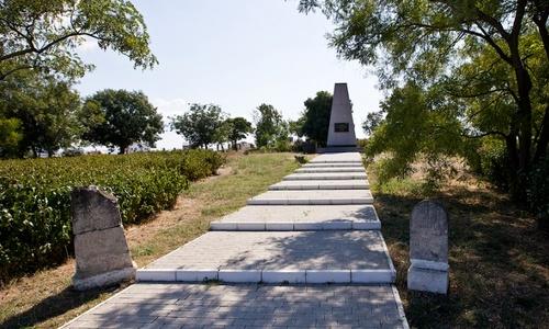 О кладбище в Севастополе должны заботиться французы?