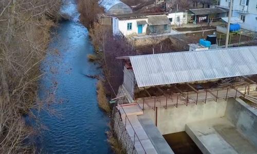Жители Белогорска продолжают сливать фекалии в местную реку
