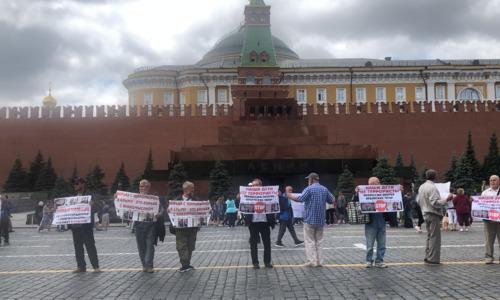 На Красной площади задержали митингующих крымских татар