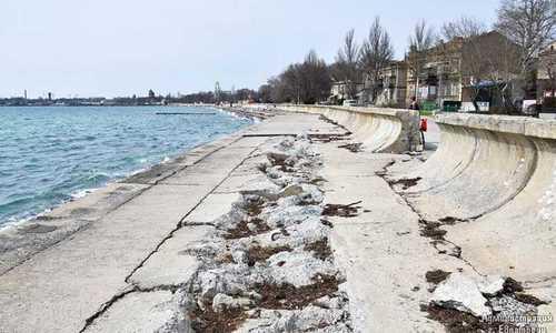 Подрядчик наварился на ремонте евпаторийской набережной