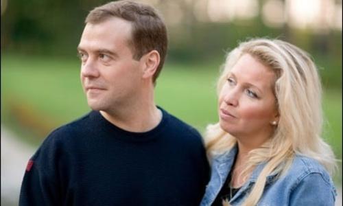 Жена Медведева отмечает День семьи, любви и верности без мужа
