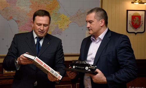 Аксенов сможет забирать подарки до трех тысяч рублей