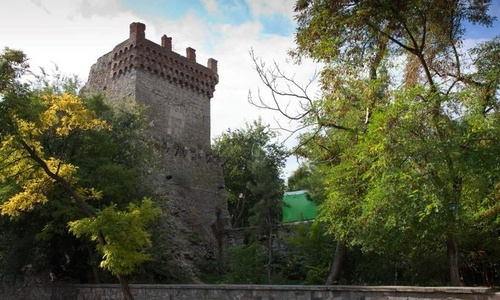 Башню Константина в Феодосии укрепляют