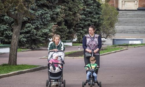 В Крыму все меньше женщин, способных рожать