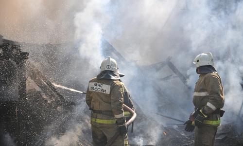 Из горевшего общежития в Армянске спасли человека