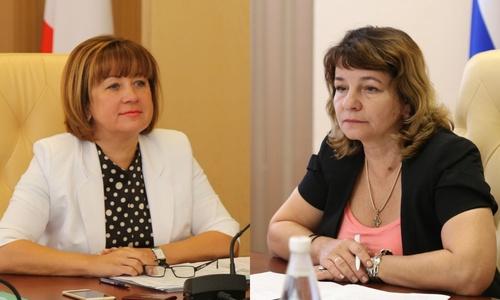 Два крымских вице-премьера покидают посты