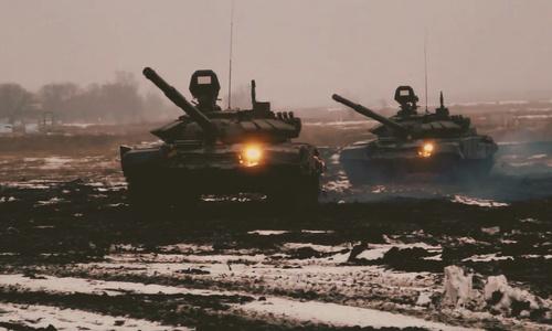 Танки в Крыму бабахают на полигонах и по ночам