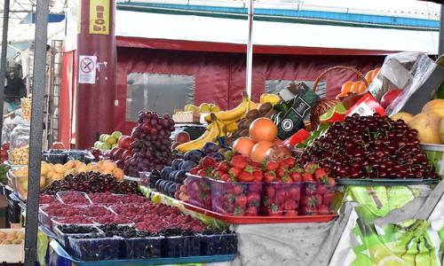 Что почем: сколько просят в Симферополе за черешню, помидоры и яйца