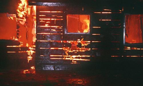 На ночном пожаре в крымском селе спасли четыре человека