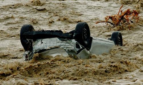 В Керчи до сих пор есть места, где машины вод водой