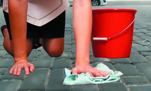 Ялтинский мэр предложил мыть тротуары шваброй