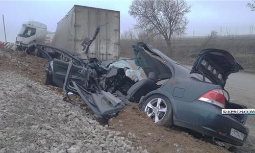ДТП в Крыму: иномарка всмятку, водитель в больнице