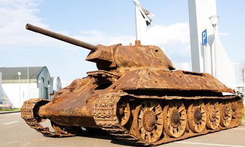В Севастополе парадный танк поехал не туда