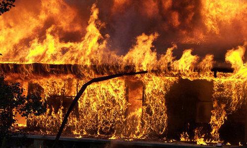 Спасатели нашли на пожаре в Керчи труп