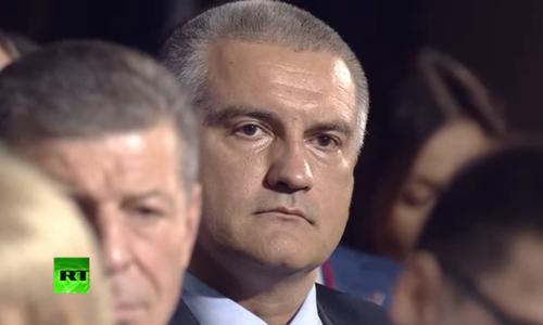 Аксенову было чудовищно неудобно перед Путиным