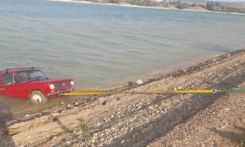 В Крыму спасатели выловили авто из водохранилища